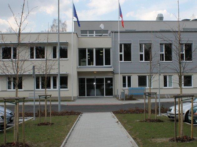 Úřad práce v Karlových Varech.
