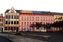 Nejdecká základka na Náměstí Karla IV. se dočká nové krytiny za necelý milion korun.