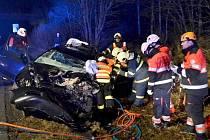 Po čelní srážce dvou aut zemřel jeden z řidičů