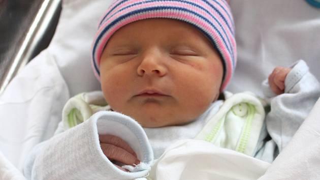 Max Zářický se narodil 23. února v 1:23 rodičům Rie a Petrovi ze Žlutic. Po příchodu na svět v plzeňské FN na Lochotíně vážil jejich prvorozený synek 3030 gramů a měřil 47 centimetrů.