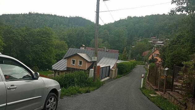 Opravená část ulice V Chatách v Tašovicích.