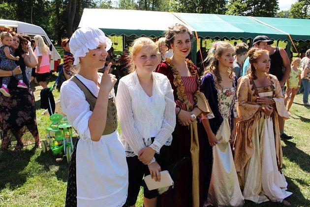 Velkolepé oslavy Den pro Ostrov v Zámeckém parku a jeho okolí.