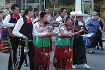 Průvod bude. I když folklorní festival musel letos šetřit, lidé o tradiční průvod souborů městem nepřijdou.