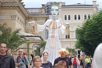Karlovarský karneval. Tradiční karnevalový průvod v neděli odpoledne prošel městem horkých pramenů.