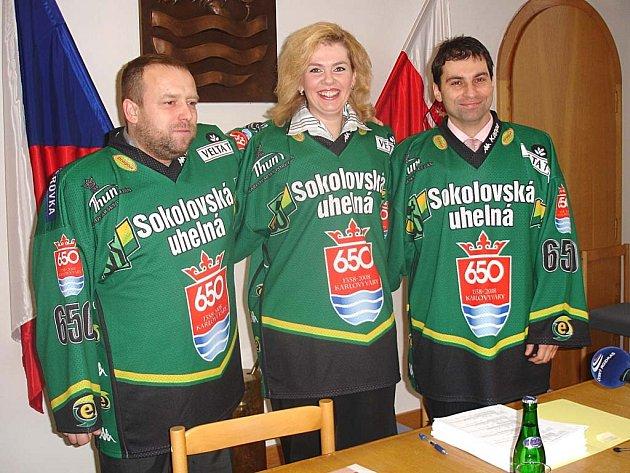 SPOLU DO VOLEB. Zleva Petr Keřka (ODS), Veronika Vlková (ODS) a Tomáš Hybner (ČSSD).