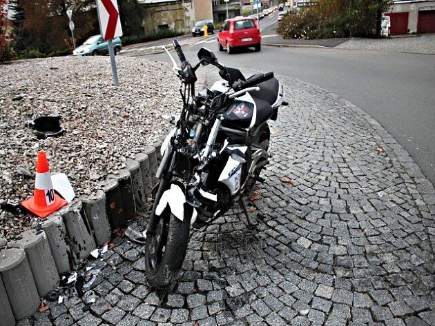 Havarovaný motocykl.
