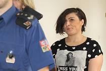 Ženě hrozí až osmnáct let vězení kvůli drogám