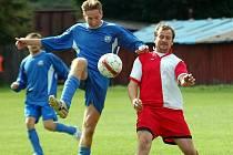 V dalším kole okresního přeboru vyválčila Kyselka (červené) veledůležité vítězství v derby týmů z Poohří, když pokořila Vojkovice (modré) v poměru 2:0