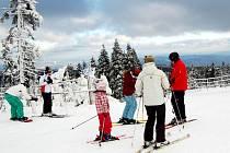 Na Klínovci se v současnosti lyžuje na dvou sjezdovkách