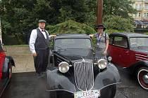 NÁDECH HISTORIE. Martina Bendová a Aleš Rubek přijeli na rallye ojedinělým vozem Tatra 57 A Coupe