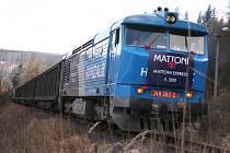 DVOUSTÝ VLAK, který vyjel po obnovené železniční vlečce z Kyselky směrem na Moravu.