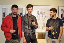 Po designérech z oborů porcelánu, užitné grafiky, oděvní či interiérové tvorby byli letos na sympozium pozváni fotografové. Na snímku jsou Petr Pustina (zleva), Jan Douša a Čeněk Folk.