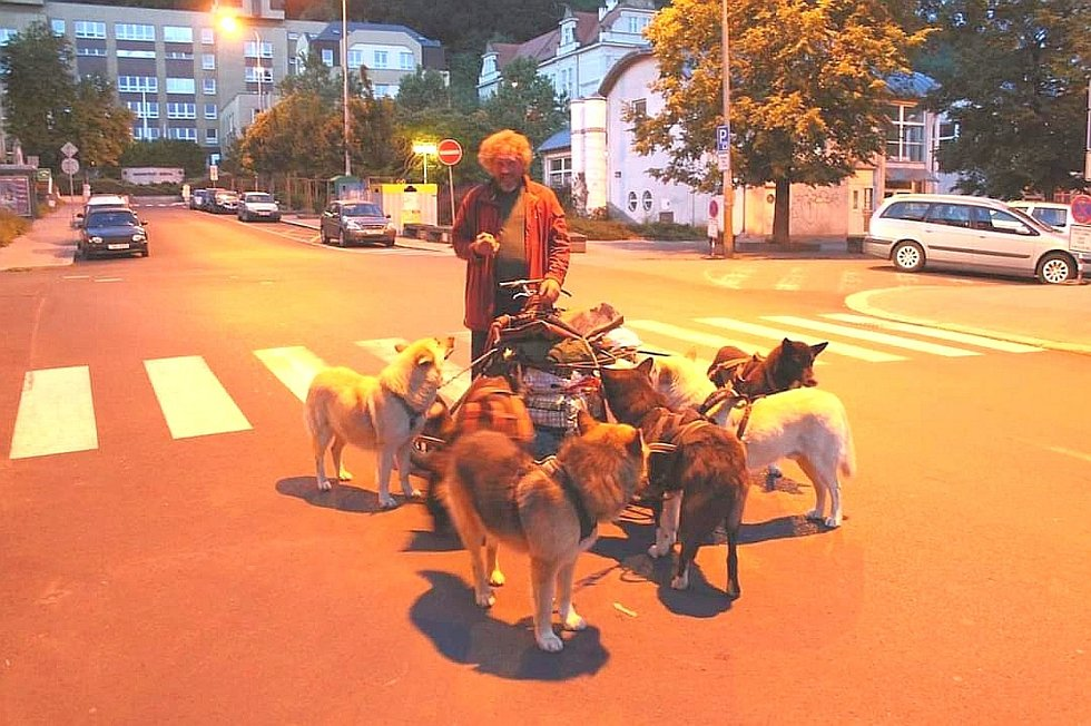 Autentická fotografie z roku 2015, kdy Belgičan přijel do města.
