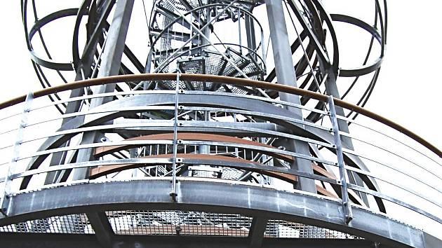 ROZHLEDNĚ CIBULKA nad Olovím, která patří v kraji k nejnovějším stavbám, se dostalo při otevření i požehnání.
