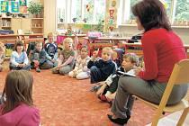 Žáci ze základní školy v Nové Roli se v letošním roce možná dočkají rekonstrukce školní jídelny. Dalším přínosem pro žáky by mělo být také vybudování spojovací krčku.