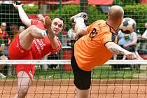 Nohejbalisté SK Liapor Witte Karlovy Vary vstoupili vítězně do nového ročníku extraligy mužů, když v Doubí Varáci porazili bez větších potíží výběr Šacungu 6:1.