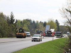 S jarem přicházejí i opravy silnic.