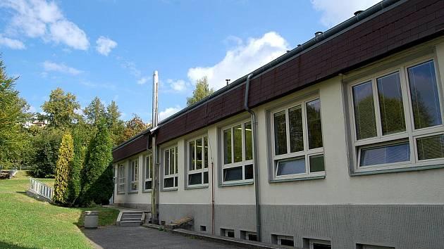 Gymnázium Ostrov - jídelna (Ilustrační foto)
