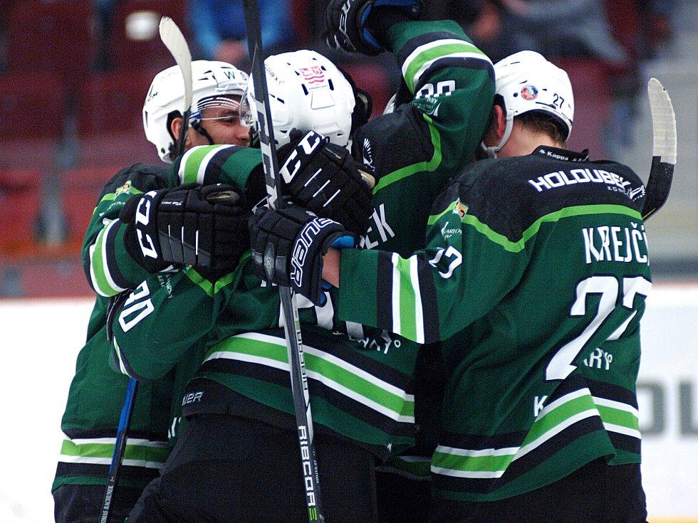 Hokejisté HC Energie (v zeleném) hostili tým Havířova.