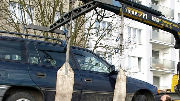 ODTAH AUTOMOBILU je nepříjemný pro každého řidiče. Zvláště pak když za něj musí zaplatit nemalou částku.
