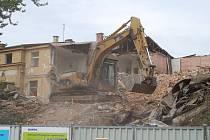 V září před 6 lety, tedy přesněji začala v Karlových Varech demolice horního nádraží.