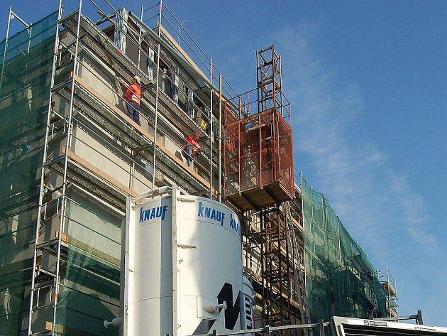V Libušině ulici budou stavbaři až do začátku roku 2010. V tomto termínu má být dokončena Rezidence Královská vyhlídka. Nyní stavbaři pracují na hrubé stavbě.