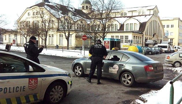 MĚSTSKÁ POLICIE zpřísnila kontroly taxislužeb. Pro tyto účely má pětičlenný tým.