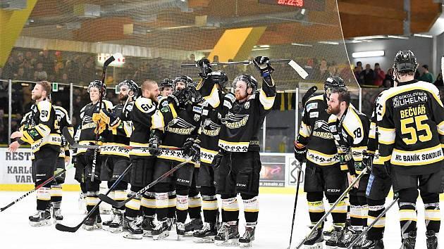 Hokejisté Baníku Sokolov po vítězné sérii s Vrchlabím