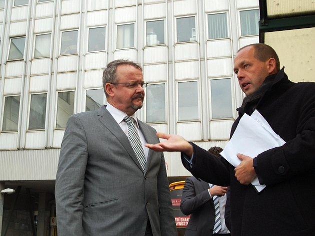 Také o budoucnosti karlovarského terminálu jednal primátor Petr Kulhánek s ministrem dopravy Danem Ťokem.