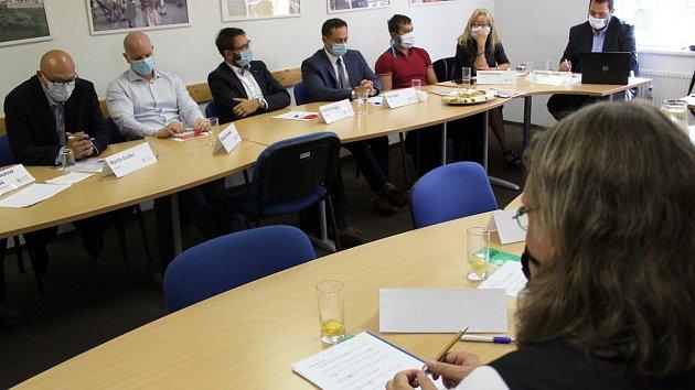 Setkání lídrů vybraných politických stran před krajskými volbami 2020 na statku Bernard.