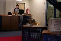 Do nové krajské knihovny míří stále více lidí. Pochvalují si výborné a profesionální služby a novinky, které knihovna postupně zavádí.