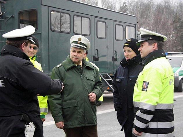 Mezinárodní akce nedaleko německého Zwickau se na sklonku minulého týdne zúčastnil tým policistů dopravního inspektorátu Karlovarského kraje.