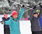 Na Jahodovou louku zamířilo 180 žáků z čtyřiadvaceti škol z Karlovarského kraje, aby si na vlastní kůži vyzkoušeli nástrahy bílé stopy.