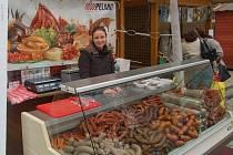 Po Velikonočních trzích akce na třídě TGM pokračují i nadále. Tržiště v prostoru u Hlavní pošty nabízí produkty regionálních potravinářů Karlovarského kraje.