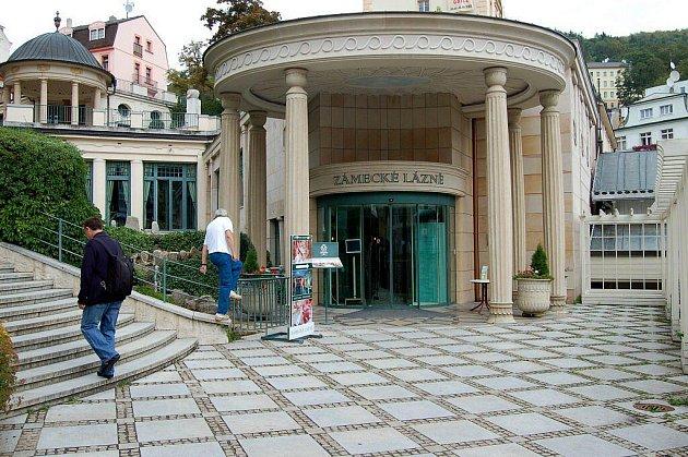 V KARLOVÝCH VARECH se veřejnosti otevřely například Zámecké lázně, kde provázel náměstek primátora Jiří Klsák