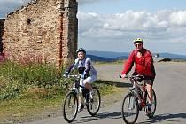 Hory plné cyklistů. Krušné hory jsou plné aktivních turistů i v letních měsících. Někteří cyklisté jsou však tak neohleduplní, že přidělávají horským záchranářům práci. (Ilustrační foto.)