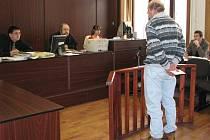 Před soudem včera vypovídal i svědek Ladislav, který Janečka a Němečka převezl přes policejní kontrolu v Plzni. V té době ještě nevěděl, že právě po nich policie usilovně pátrá.