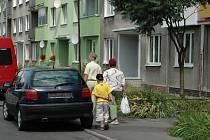 Sídliště ve Staré Roli. Majitelé bytových domů mohou žádat o dotaci na jejich rekonstrukce.