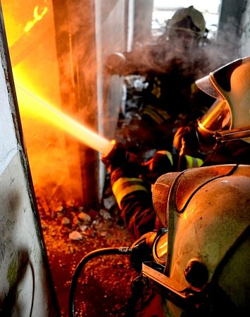 Také dobrovolní hasiči, stejně jako jejich profesionální kolegové, absolvují náročný výcvik. Má je připravit na zvládnutí náročných zásahů všeho druhu, včetně vlastního hašení ohně.