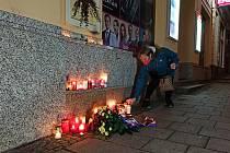 Jen hrstka lidí přišla na karlovarskou pěší zónu zavzpomínat na 17. listopad.