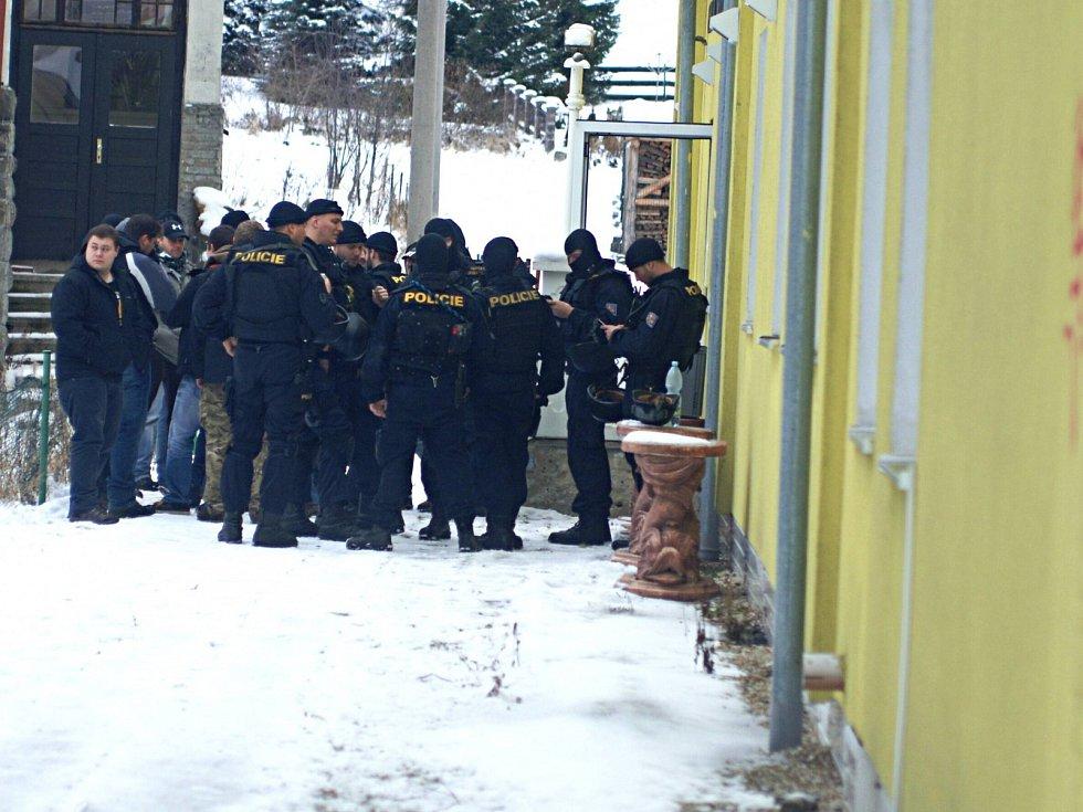 Zásah policie v Perninku.