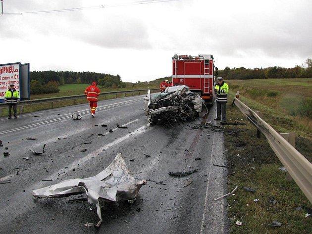 V sobotu 17. října po 13. hodině došlo k tragické dopravní nehodě na silnici I/6 kousek před obcí Lubenec na území Ústeckého kraje