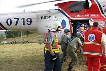 V neděli 19. září odpoledne havaroval v Karlových Varech policista na služebním motocyklu. Při nehodě utrpěl těžká poranění a do nemocnice ho transportoval vrtulník.