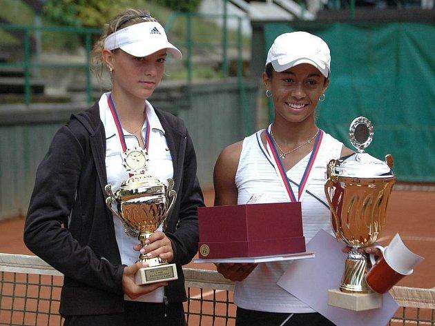 Nejúspěšnější hráčkou karlovarského mistrovství byla Pernilla Mendesová (vpravo), která vybojovala v dresu TK Precolor Přerov tituly ve dvouhře a s karlovarskou odchovankyní Petrou Rohanovou i ve čtyřhře.