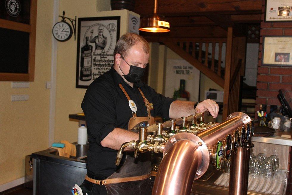 Hospodští už mohou točit pivo ve velkém.