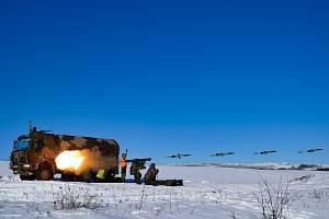 Raketa MK-2 v prvních fázích letu (skládaná fotografie).