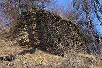 Hrad Štědrý hrádek u Žlutic byl založen nedaleko obce Borek již ve 13. století.