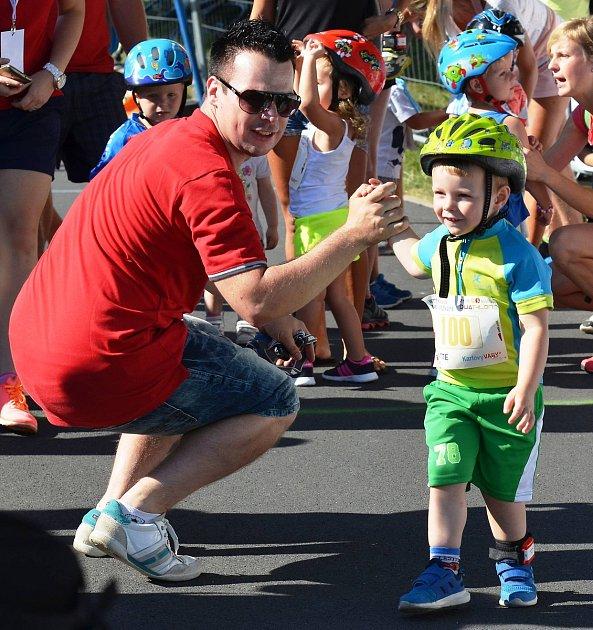 Každoročně se účastní dětských závodů vpěti věkových kategoriích více než dvě stovky nejen triatlonových nadějí.