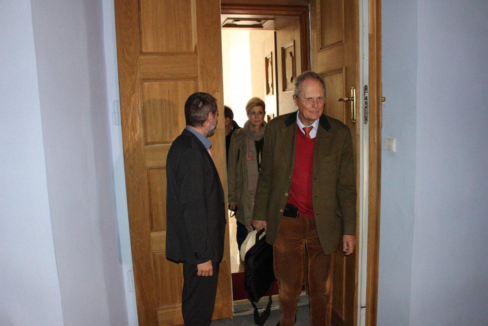 Bratři z rodu Beaufort-Spontin, Christian Friedrich Walter a jeho starší bratr Friedrich Christian Albrecht se vrátili na Bečov.