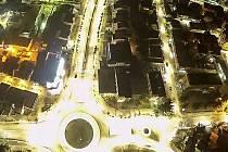 SVĚTLO Z KARLOVARSKA. Rozzářené ulice makedonského města Ohrid.
